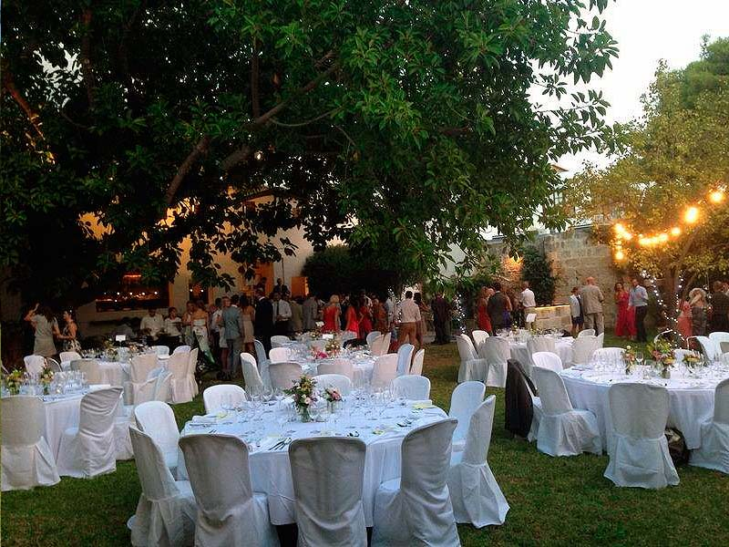 Alquiler de mesas y sillas para bodas y eventos por Tonislar